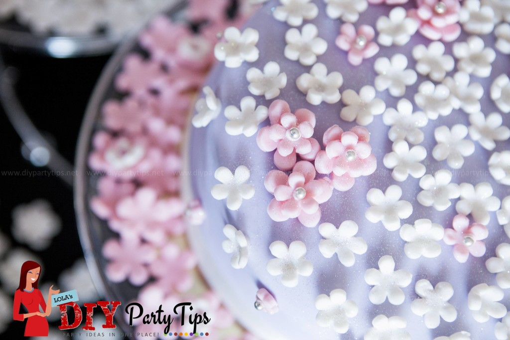 Lola's DIY Party Tips - Pastel Flowers Wedding cake
