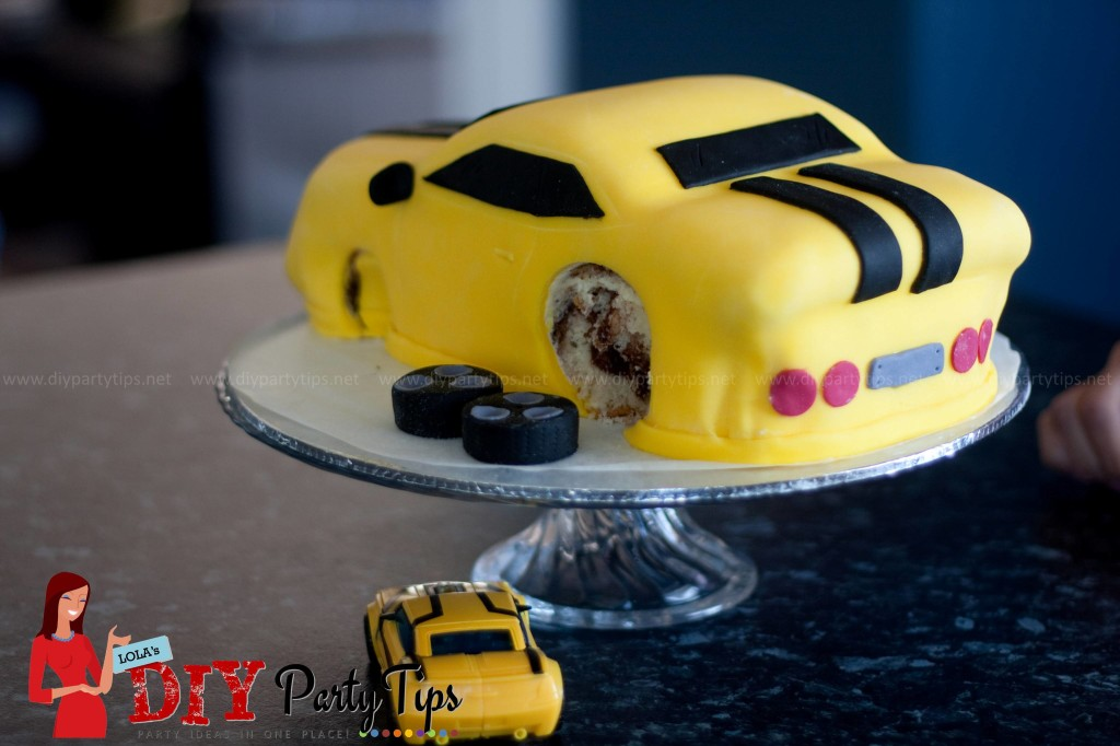 Lola's DIY Party Tips - Bumblebee cake