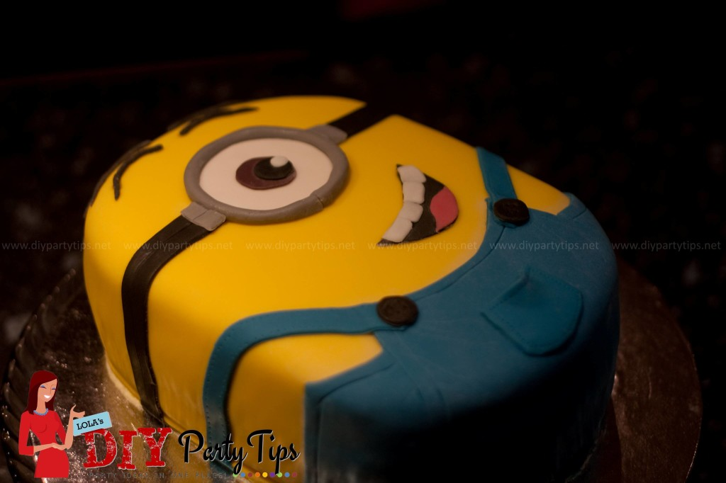 Lola's DIY Party Tips - Despicable Me Minion cake